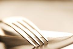 Macro artistique de fourchette et de couteau de couverts de plat image libre de droits