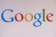 Macro beeld van monitor met googleembleem op het scherm stock afbeeldingen