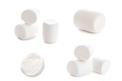 Macro bianca lanuginosa della caramella gommosa e molle sopra fondo bianco H fotografia stock