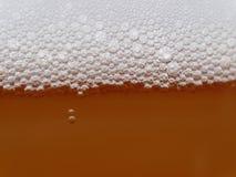 MACRO : Bulles non filtrées de bière Photo stock