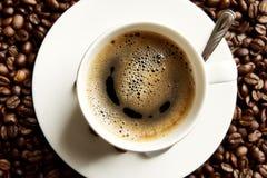 Macro café avec la mousse à la vue de petit déjeuner d'en haut Image stock