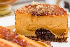 Macro of caramel cake with chocolate cream and caramelized sugar Royalty Free Stock Photos