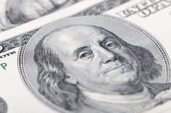 Macro cercana para arriba de la cara de Ben Franklin en la cuenta de dólar de los E Fotos de archivo
