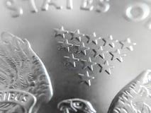 Macro cercana para arriba de una moneda pura del lingote de plata fotos de archivo libres de regalías