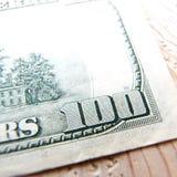 Macro cercana para arriba del billete de dólar de los E.E.U.U. 100 Fotos de archivo libres de regalías