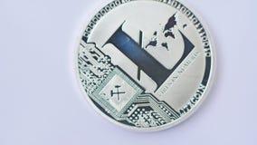 Macro colpo di litecoin d'argento che gira sul fondo bianco archivi video