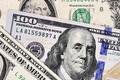 Macro colpo di nuova 100 banconote in dollari e di un dollaro Immagine Stock