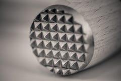 Macro colpo di un inteneritore di legno della carne, estremità di Monocrome del metallo fotografie stock libere da diritti