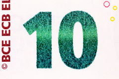 Macro colpo di una fattura dell'euro dieci che mostra il numero dieci con il suo te Fotografia Stock