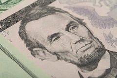 Macro d'Abraham Lincoln sur le billet de banque du dollar des cinq Etats-Unis Images libres de droits