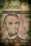 Macro d'Abraham Lincoln sur le style grunge de vintage de billet de banque du dollar des cinq Etats-Unis Image stock