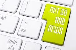 Macro d'un clavier avec la mauvaise nouvelle jaune de bouton pas aussi Images libres de droits