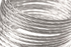 Macro da mola do metal isolado imagem de stock