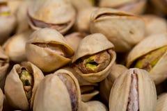 Macro de algunos pistachos Fotografía de archivo libre de regalías