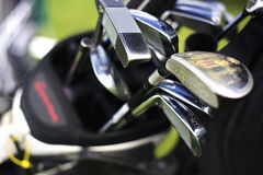 Macro de clubs de golf en bolso imagen de archivo
