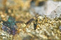 Macro de cobre de mineral do sulfureto do ferro da calcopirite Fotos de Stock