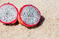 Macro de duas partes de Dragon Fruit fotos de stock