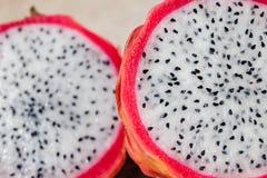 Macro de duas partes de Dragon Fruit foto de stock