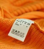 macro de la escritura de la etiqueta de la ropa imagenes de archivo