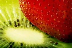 Macro de la fresa y del kiwi Foto de archivo