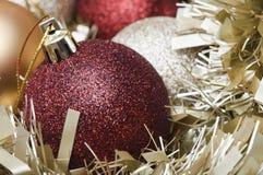 Macro de las chucherías y del oropel de la Navidad Fotografía de archivo libre de regalías