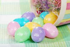 Macro de los huevos de Pascua derramados Fotografía de archivo libre de regalías