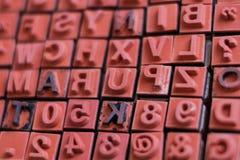 Macro de los sellos de la letra y del número - prensa de copiar del alfabeto, Imagenes de archivo