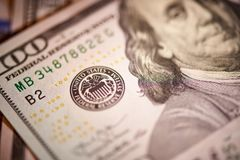 Macro de monnaie fiduciaire américaine en valeur cent dollars, la nouvelle facture américaine photos libres de droits