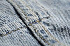 Macro de naadpatroon vage achtergrond van de jeansstof Denim achtergrondtextuur voor ontwerp stock foto's