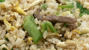 Macro de riz frit sur la table clips vidéos