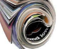 Macro de un viejo desaliñado roled encima de la revista Imagenes de archivo