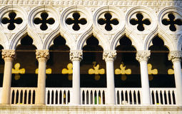 Macro de vensters en de ornamentenarchitectuur van San Stock Afbeelding