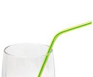 Macro de vidro vazio da palha bebendo isolado, amarelo fotos de stock