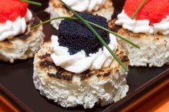 Macro del caviar Canapés Imagen de archivo libre de regalías
