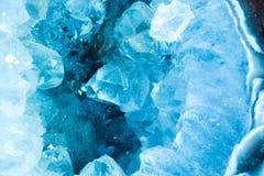 Macro del dettaglio della fetta di sezione trasversale di un geode di colore dell'acquamarina immagine stock