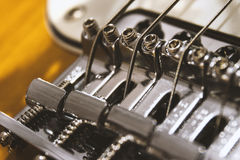 Macro del primer del puente de la guitarra eléctrica imágenes de archivo libres de regalías