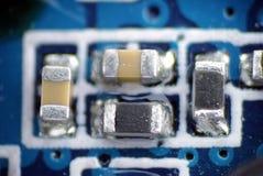 Macro del PWB dello smd della resistenza del condensatore fotografie stock