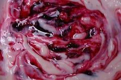 Macro del yogur de fruta de la cereza Foto de archivo