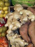 Macro delle patate dolci e dello zenzero crudi fotografia stock
