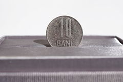 Macro dettaglio di una moneta del metallo di dieci Bani & x28; La valuta rumena RON inoltre ha chiamato Lei o Leu& x29; Fotografia Stock Libera da Diritti