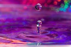 Macro di una goccia dell'acqua Fotografie Stock Libere da Diritti