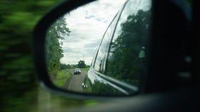 Macro di uno specchio laterale stock footage