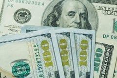 Macro dichte omhooggaand van het gezicht van Ben Franklin ` s op de dollar van de V.S. 100 Royalty-vrije Stock Afbeelding