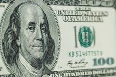Macro dichte omhooggaand van het gezicht van Ben Franklin ` s op de dollar van de V.S. 100 Stock Afbeelding