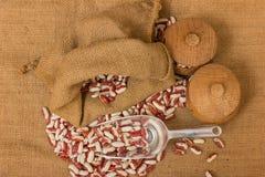 Macro die met ondiepe diepte van gebied van ruwe witte nierbenas wordt geschoten Stock Fotografie