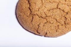 Macro do close up das cookies de farinha de aveia isolado Imagens de Stock Royalty Free