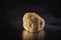 Macro do crumble da cera do concentrado da extração da marijuana aka em dar Fotos de Stock Royalty Free