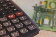 Macro do dinheiro do Euro Calculadora Fotos de Stock Royalty Free