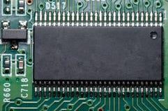 Macro do PWB da placa de circuito eletrônico no verde Fotos de Stock Royalty Free
