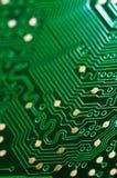Macro do PWB da placa de circuito eletrônico no verde imagem de stock royalty free